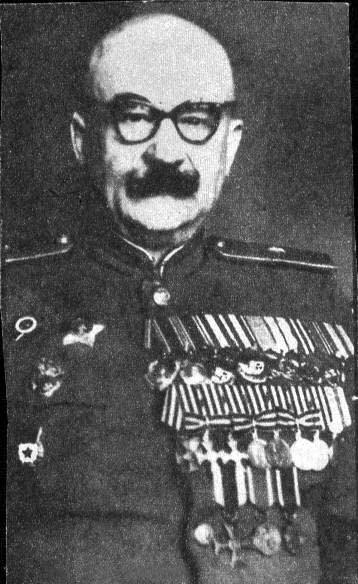 Советский генерал Выдриган Захар Петрович с Георгиевскими крестами. Конец 40-х годов.