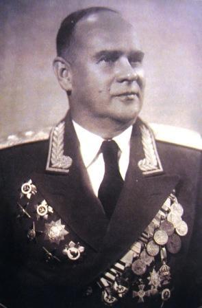 Советский генерал-лейтенант ВВС Грендаль с Георгиевскими крестами, конец 40-х гг.