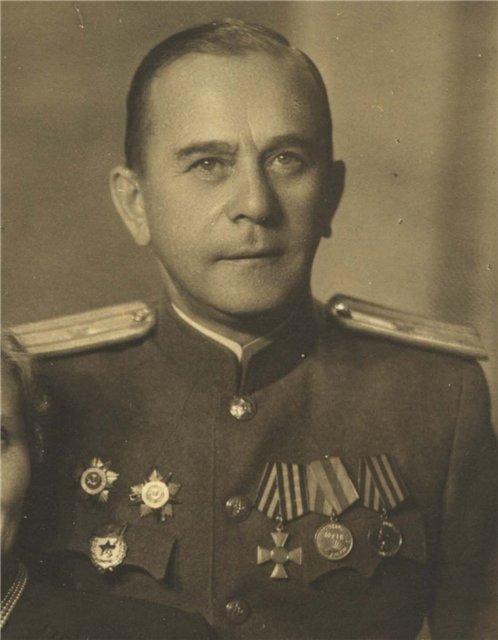 Советский офицер с Георгиевским крестом. Рига, 1947 год (2).