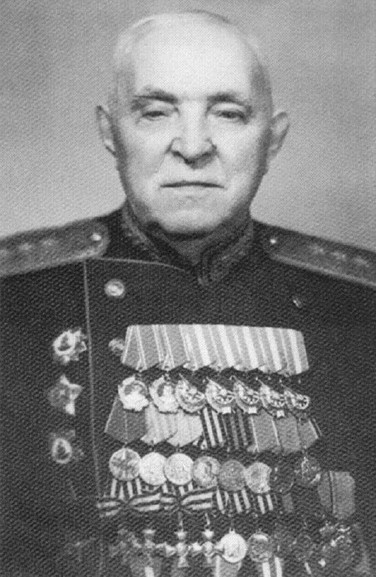 Советский генерал Трубников Кузьма Петрович с Георгиевскими крестами, конец 60-х гг.