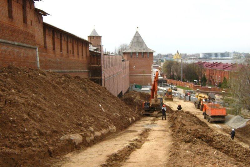 После завершения противооползневых работ откос под кремлевскими стенами станет более прочным. Фото: Антон Дерябин/РГ