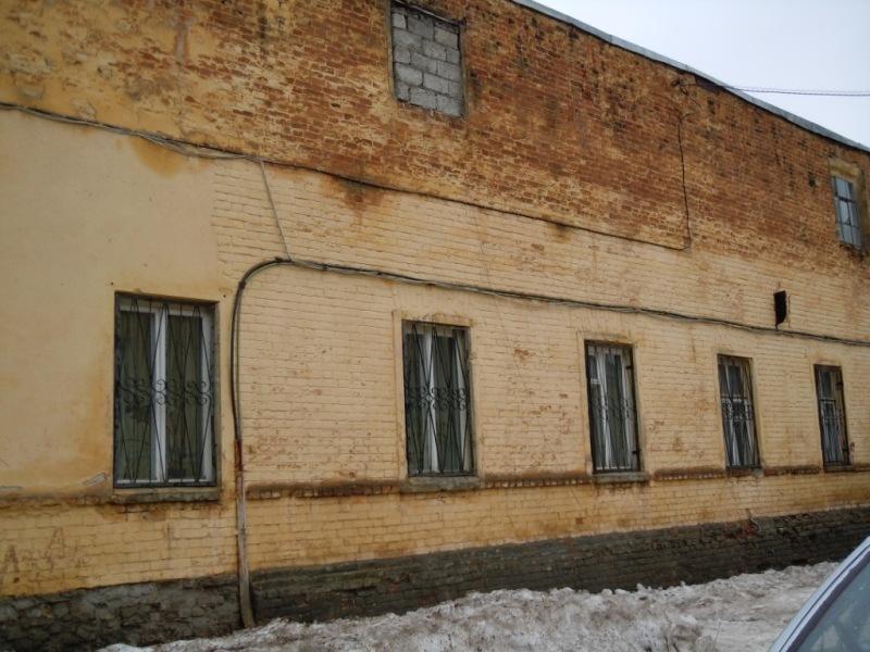 Это здание гарнизонной поликлиники.