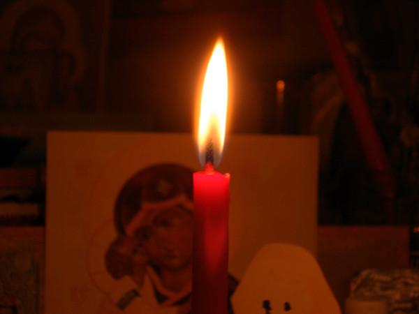 Пасхальная свеча в Красном углу