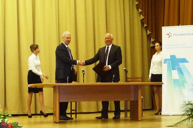 Собянин и Чемезов при подписании соглашения о внедрении инновационных медицинских изделий в Московское здравоохранение