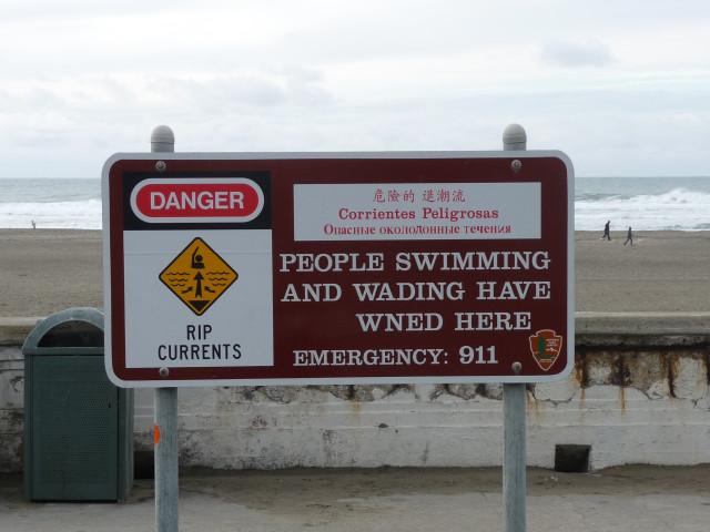 Надпись на берегу океана в районе Ричмонд, Сан-Франциско