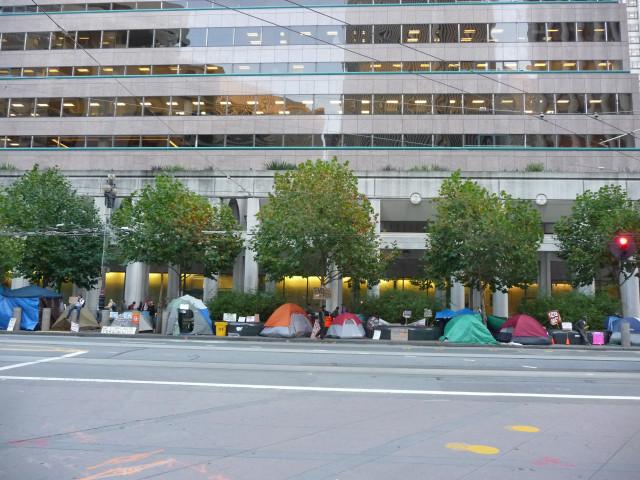 """Лагерь """"Захвати Уолл-стрит"""" около здания ФРС в Сан-Франциско"""