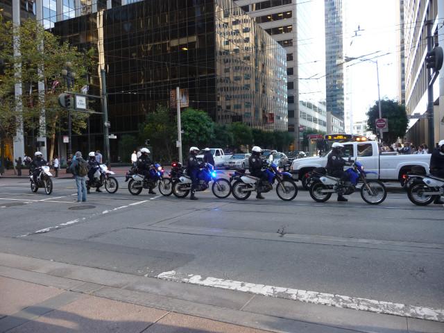 Полиция охраняет демонстрацию в Сан-Франциско