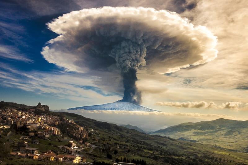 Похоже на вулканический выброс