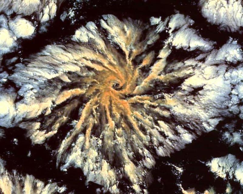 Лучевые облака, которые можно увидеть только из космоса.