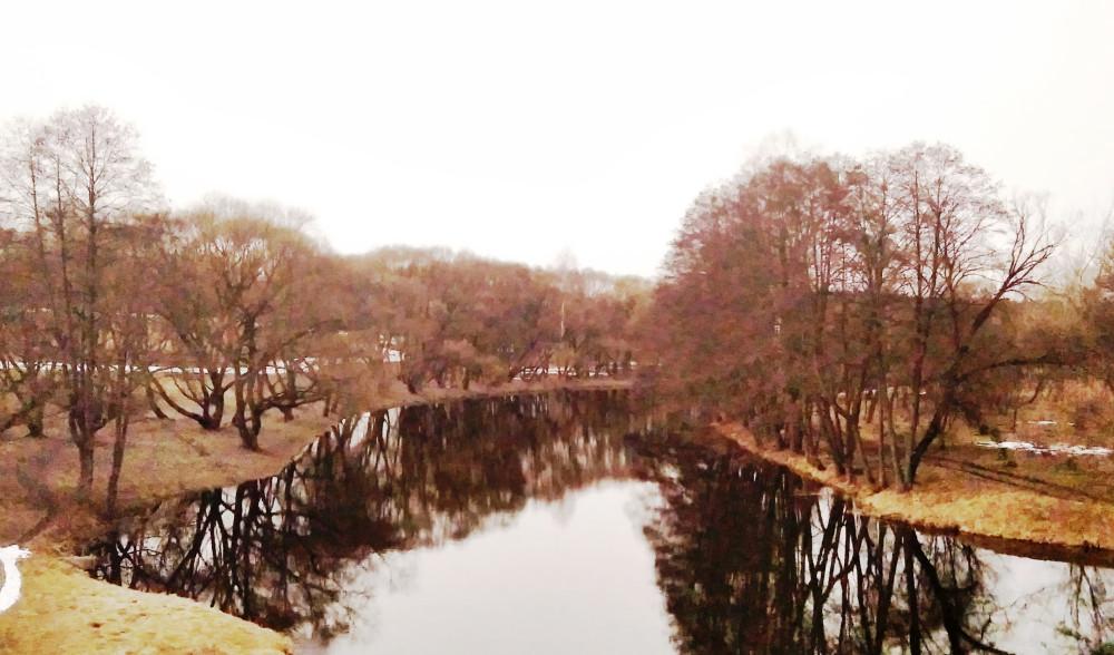 Фото с моста. По левой стороне реки я шёл в этом направлении.