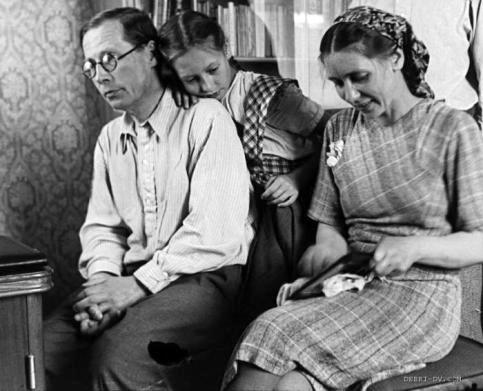 Н.Заболоцкий с женой Екатериной и с дочкой