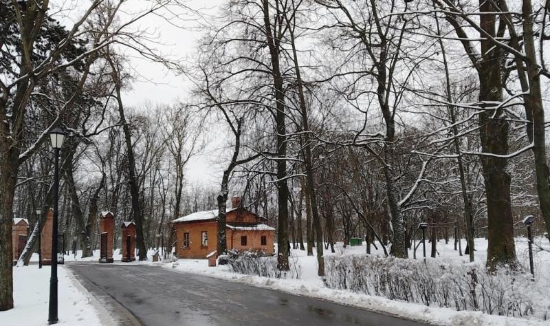 Тот же домик со стороны старого парка