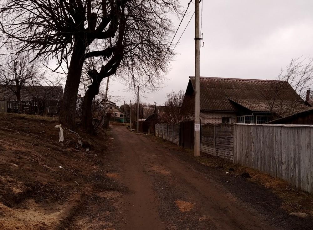 Иду по настоящей деревенской улочке.