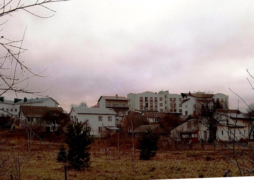Рядом со старыми домиками появились добротные жилые дома коттеджного типа. Значит частный сектор сохранится, но уже в новом качестве.