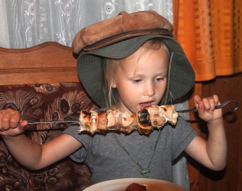любительница нарядов и шашлыка - МИРОСЛАВА