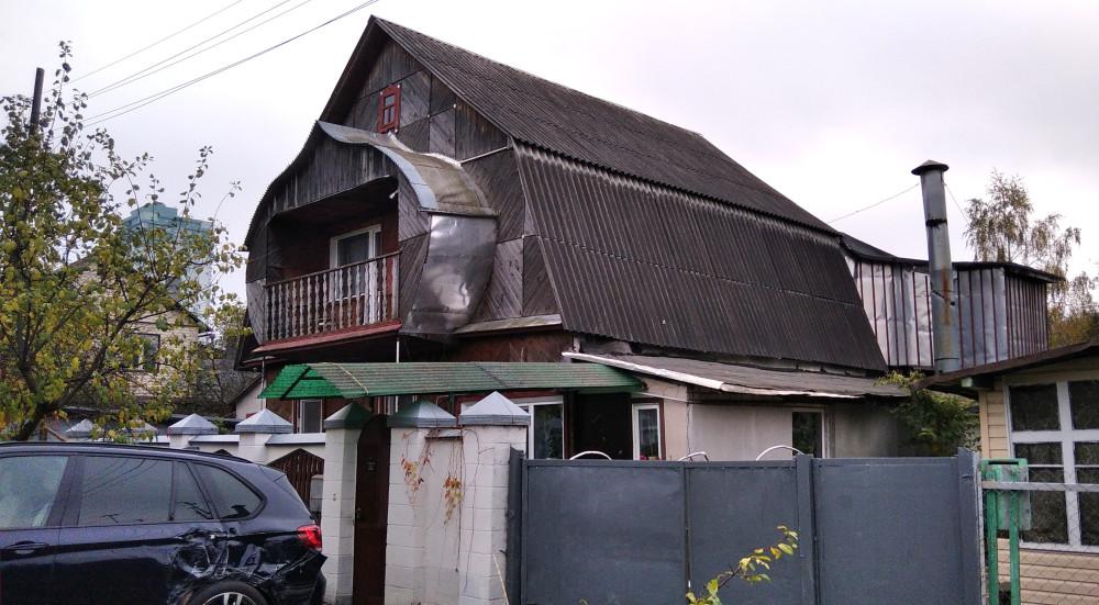 И дом, и машина нуждаются в ремонте.