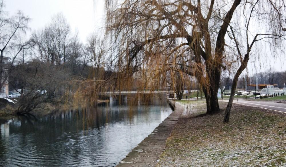Взгляд назад. Виден мост по ул. Первомайской