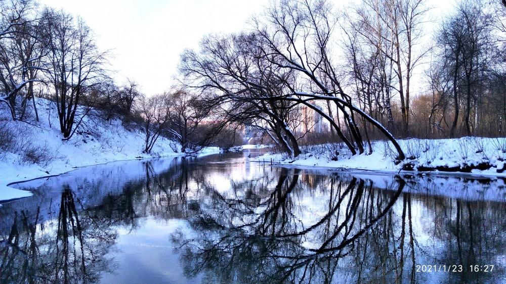 Взгляд назад у поворота реки