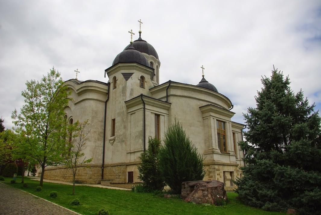 монастырь в Курки