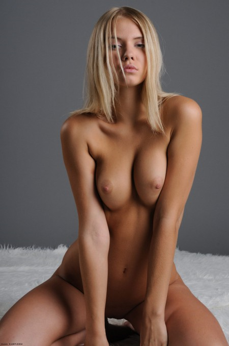 голая модель фото