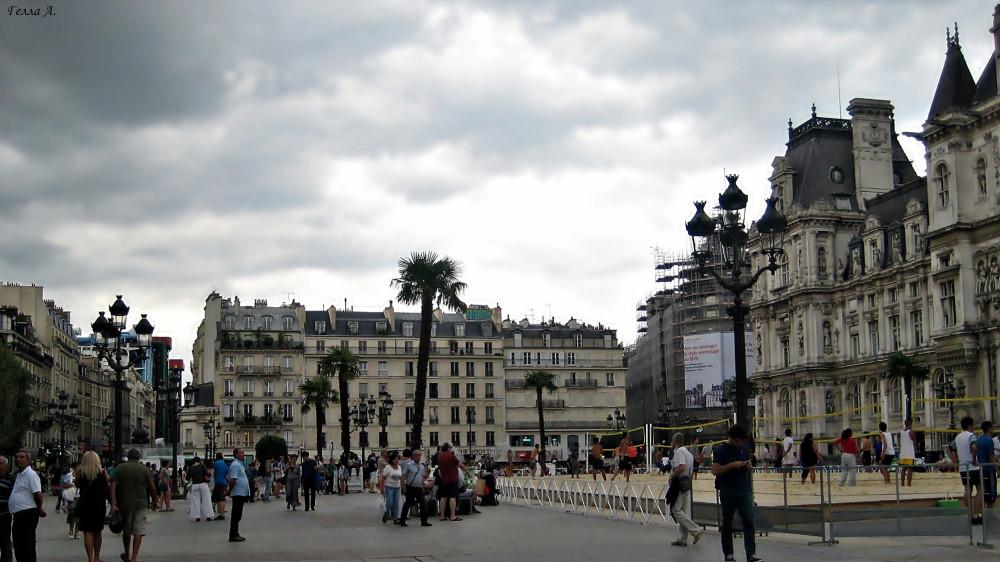 Пляжный волейбол на площади Отель-де-Виль