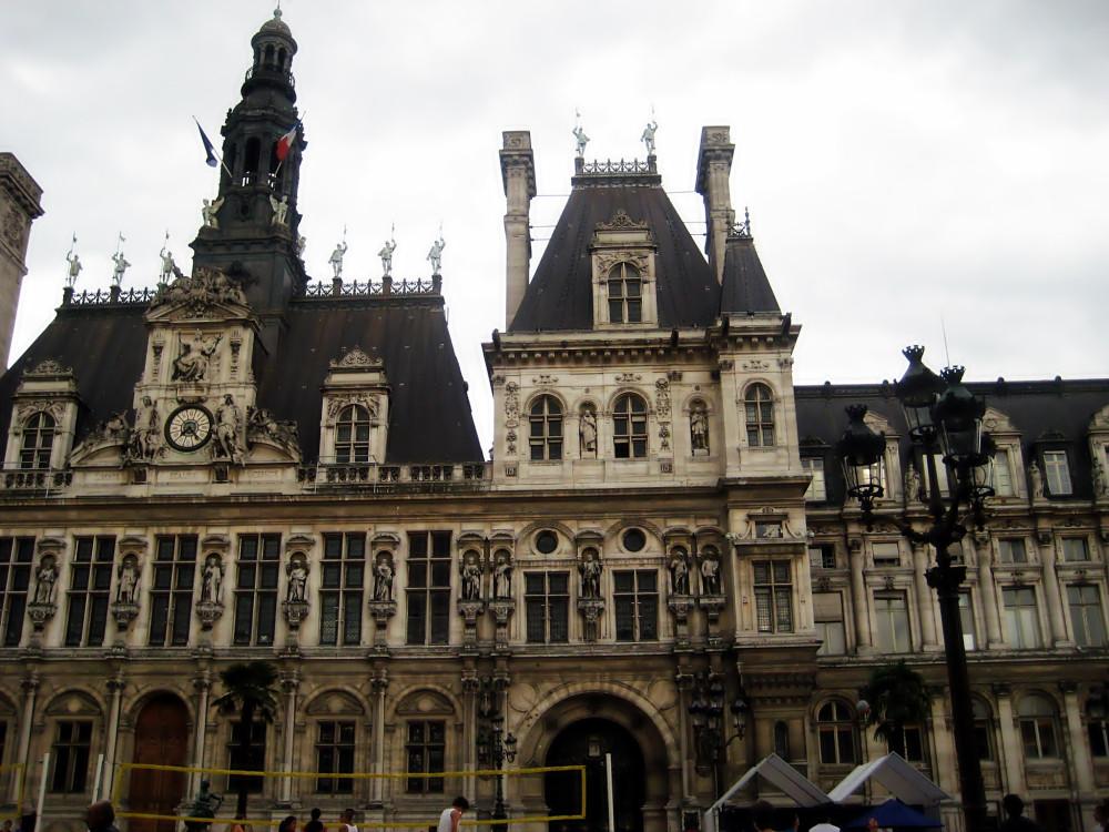 Площадь Отель-де-Виль - мэрия Парижа