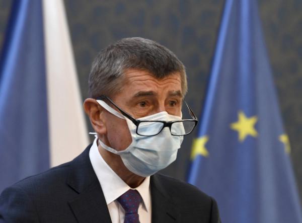 Премьер Чехии призвал страны ЕС высылать российских дипломатов: