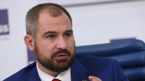 Новости с левого фланга: Зюганов назвал Сурайкина мужеложцем, товарищ Максим
