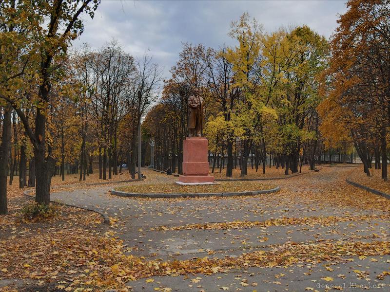 Памятник Ленину в Карповском саду в Харькове
