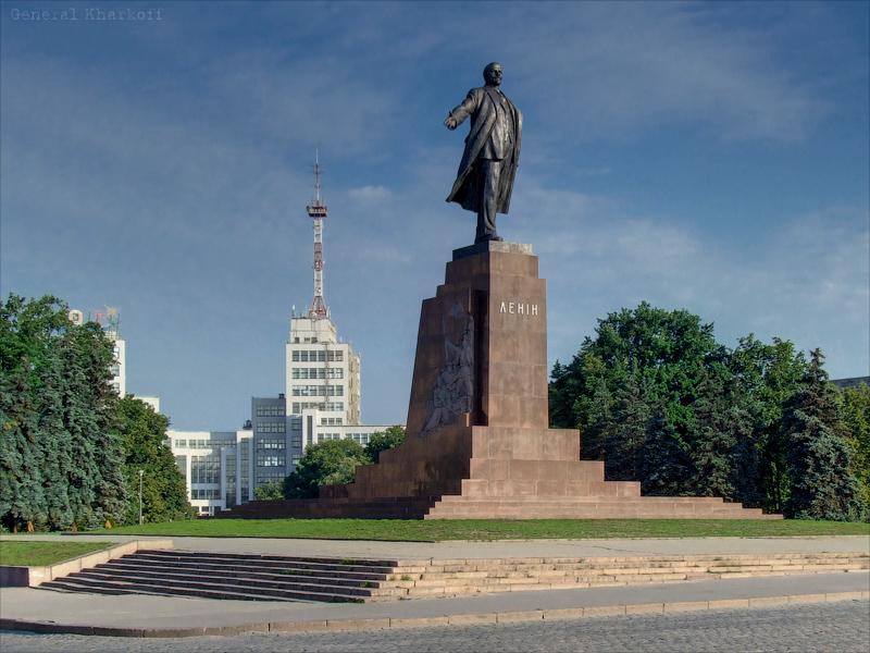 Памятник Ленину на площади Дзержинского в Харькове