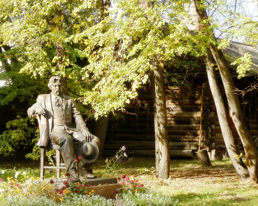Юрий Злотя Памятник Василию Сурикову Фото Николай Юрлов