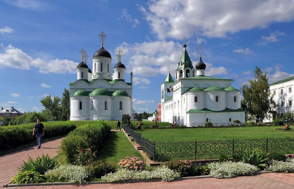 1024px-Murom_Transfiguration_monastery_Transfiguration_Cathedral_and_Saint_Basil_Church_IMG_9792_1725