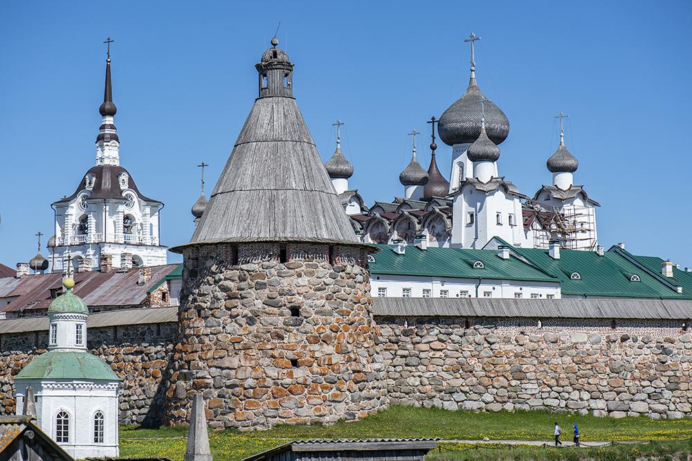 монастырь крупно