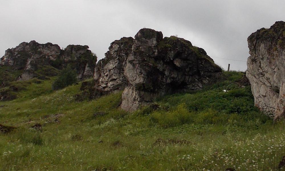 Скалы в окрестностях пос. Пашия