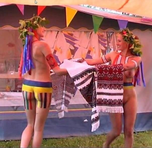Танцы голой попы 16 фотография