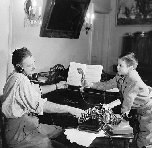 Сергей Михалков с сыном Никитой, 1952 год.