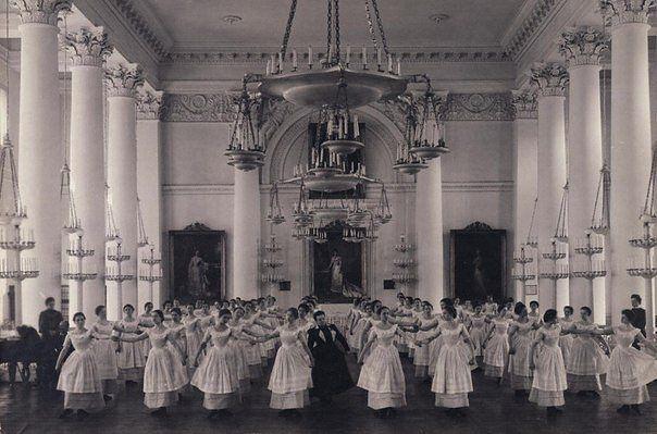урок мазурки Смольный институт благородных девиц 1915