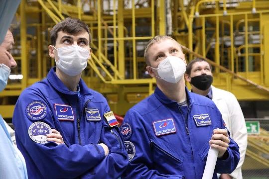 молодый космонавты России
