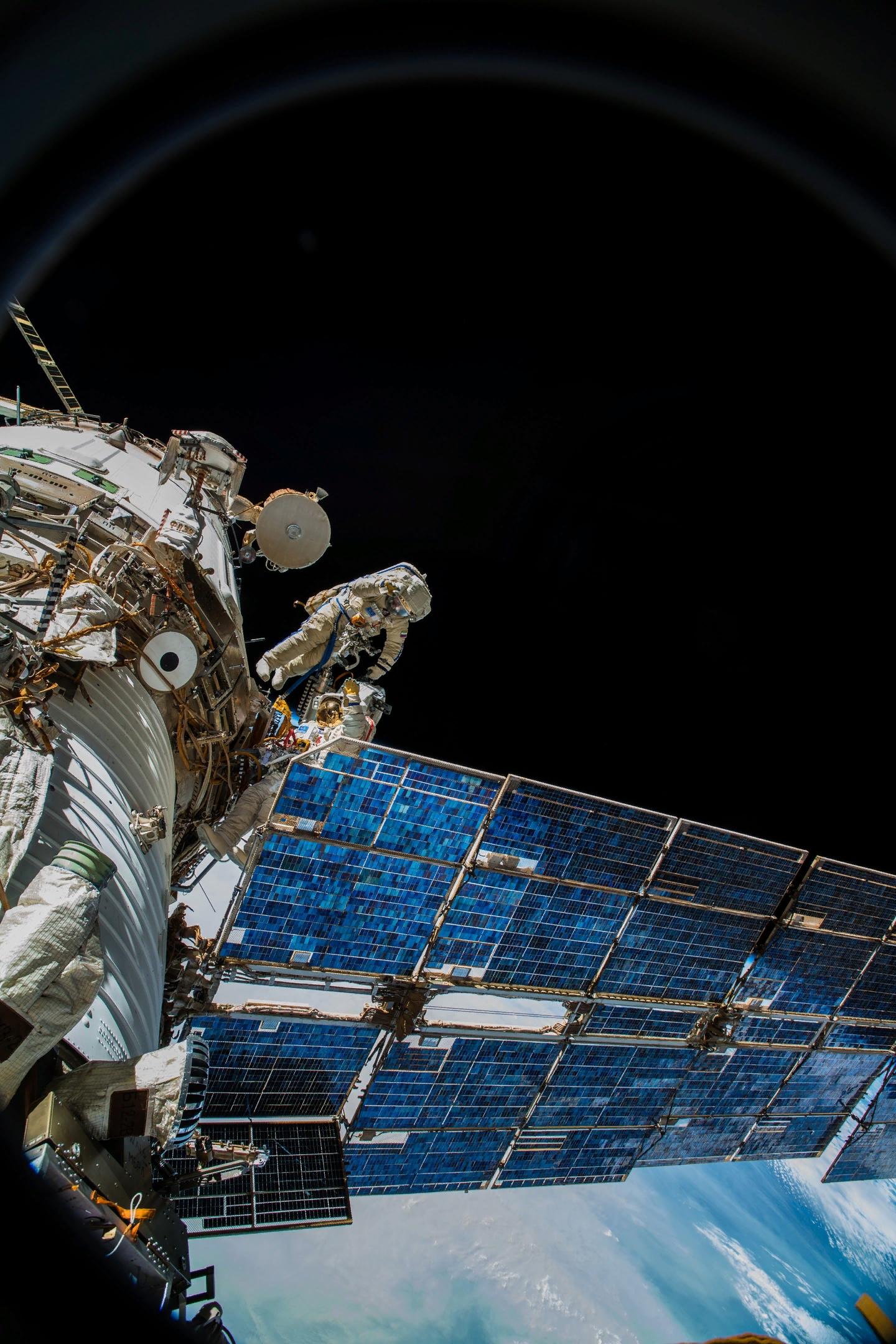 виден датчик непосредственно  в космосе