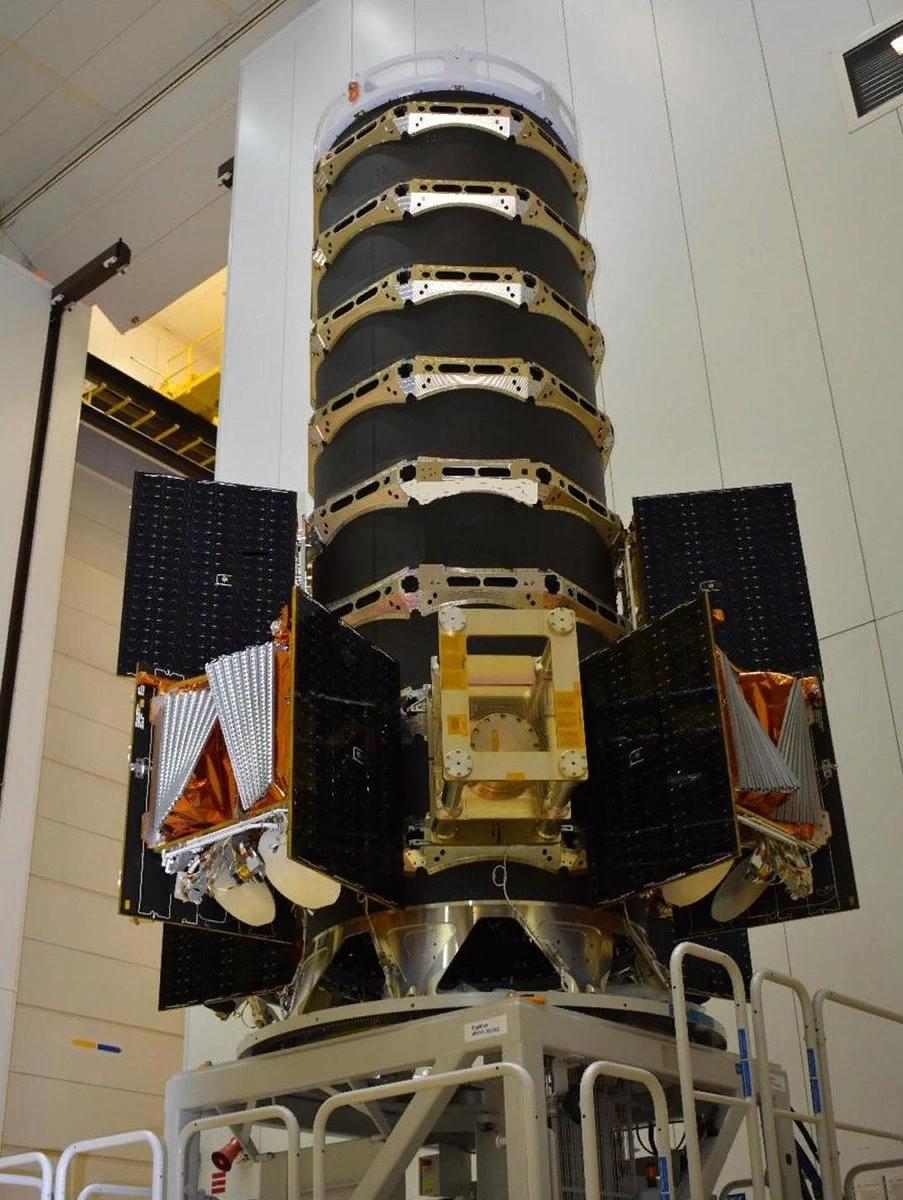 процесс укладки спутников Оне Вэб под ГО Союза.