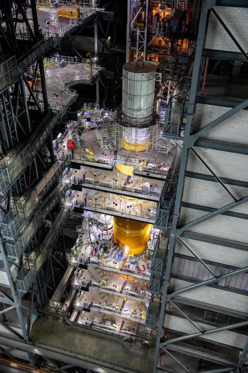 установка имитатора КК Орион на  ракету СЛС