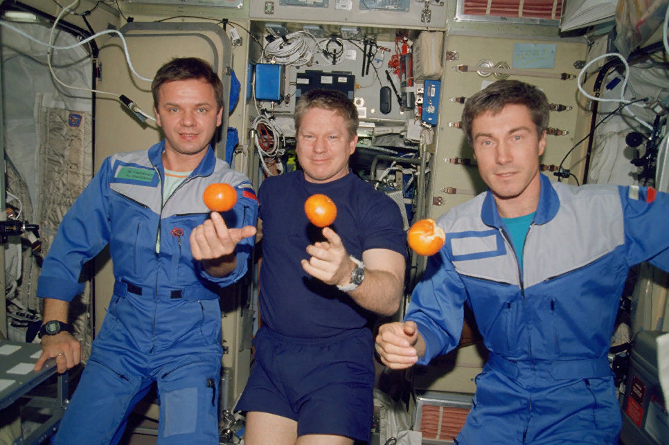 Гидзенко, Шепард, Крикалёв — 1 ый экипаж МКС