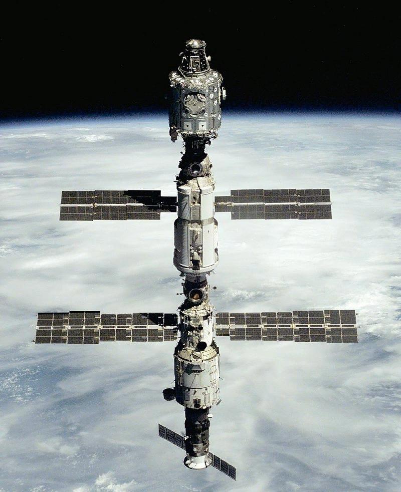 МКС в 2001 году, снимок с шаттла Юнити, Заря, Звезда