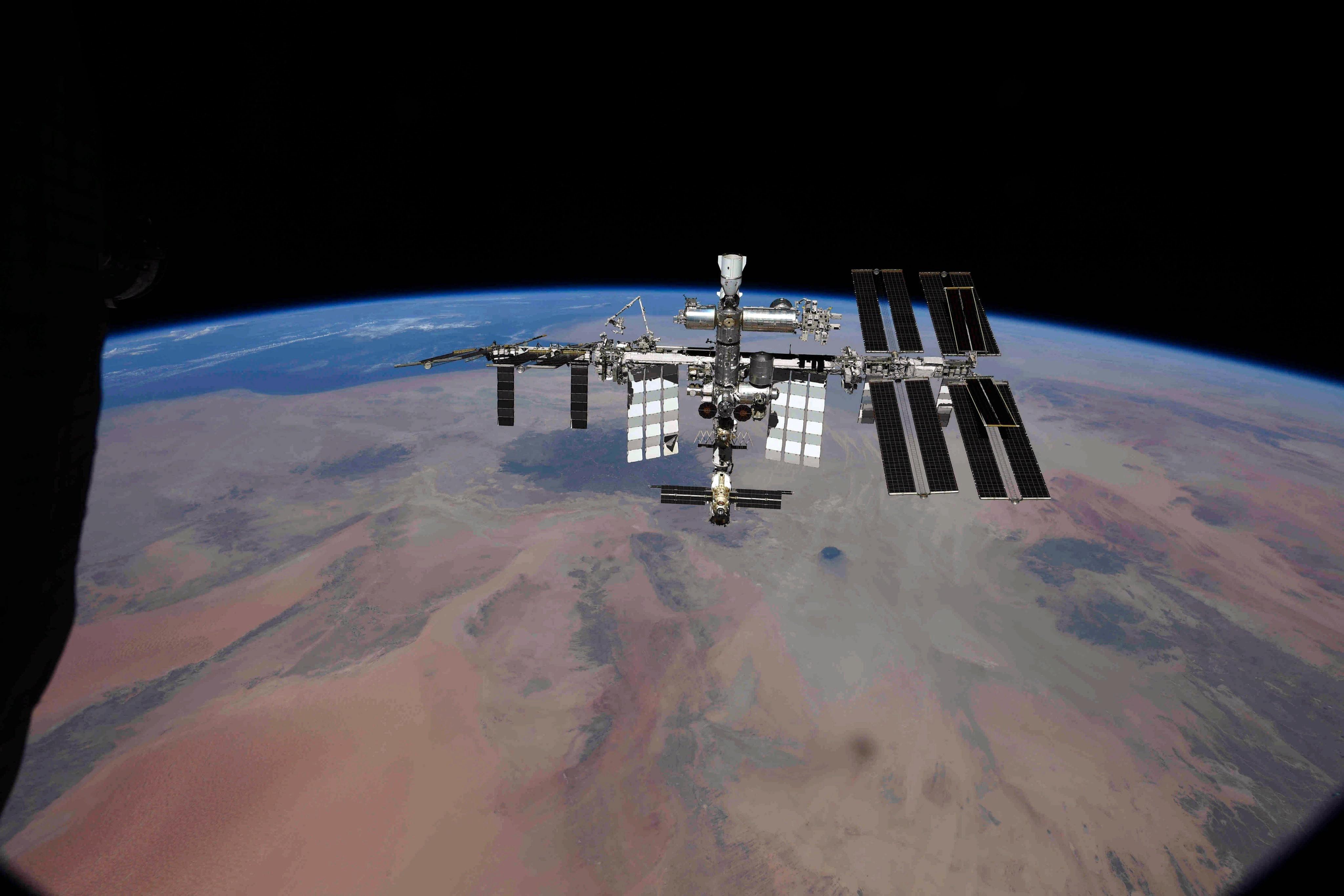 над Сахарой, МКС с надира