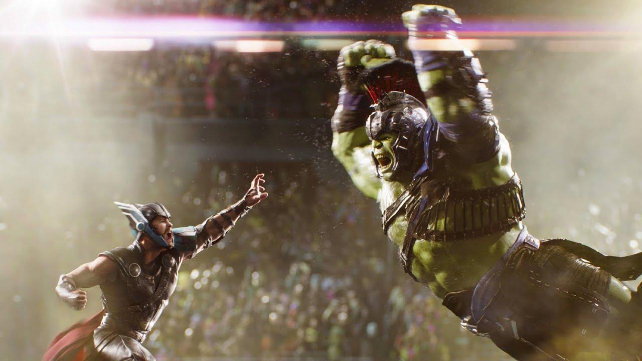 голыми руками Тор сражается с Халком на арене