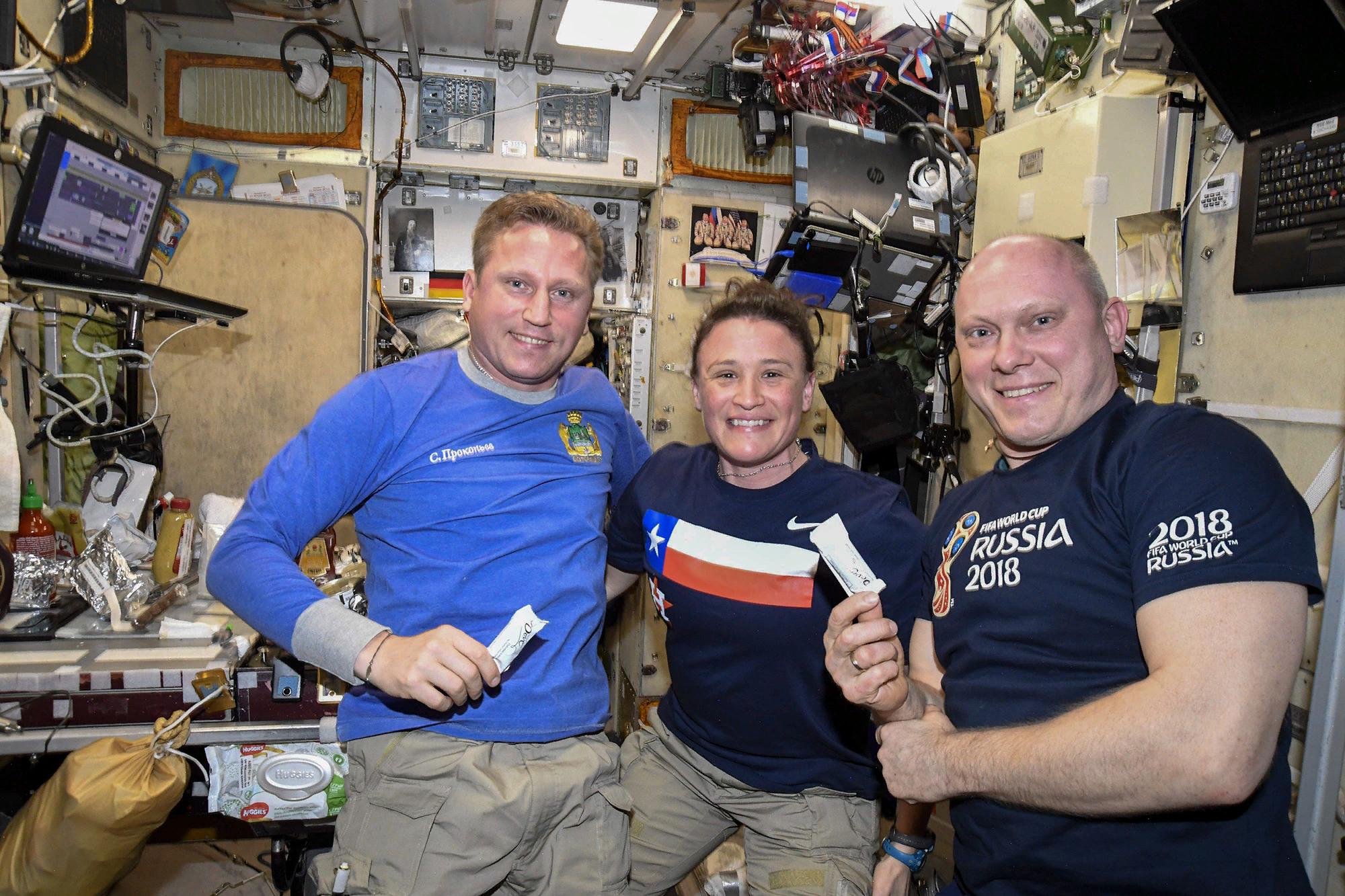 Космонавты Прокопьев и Артемьев и астронавтка Ауньён