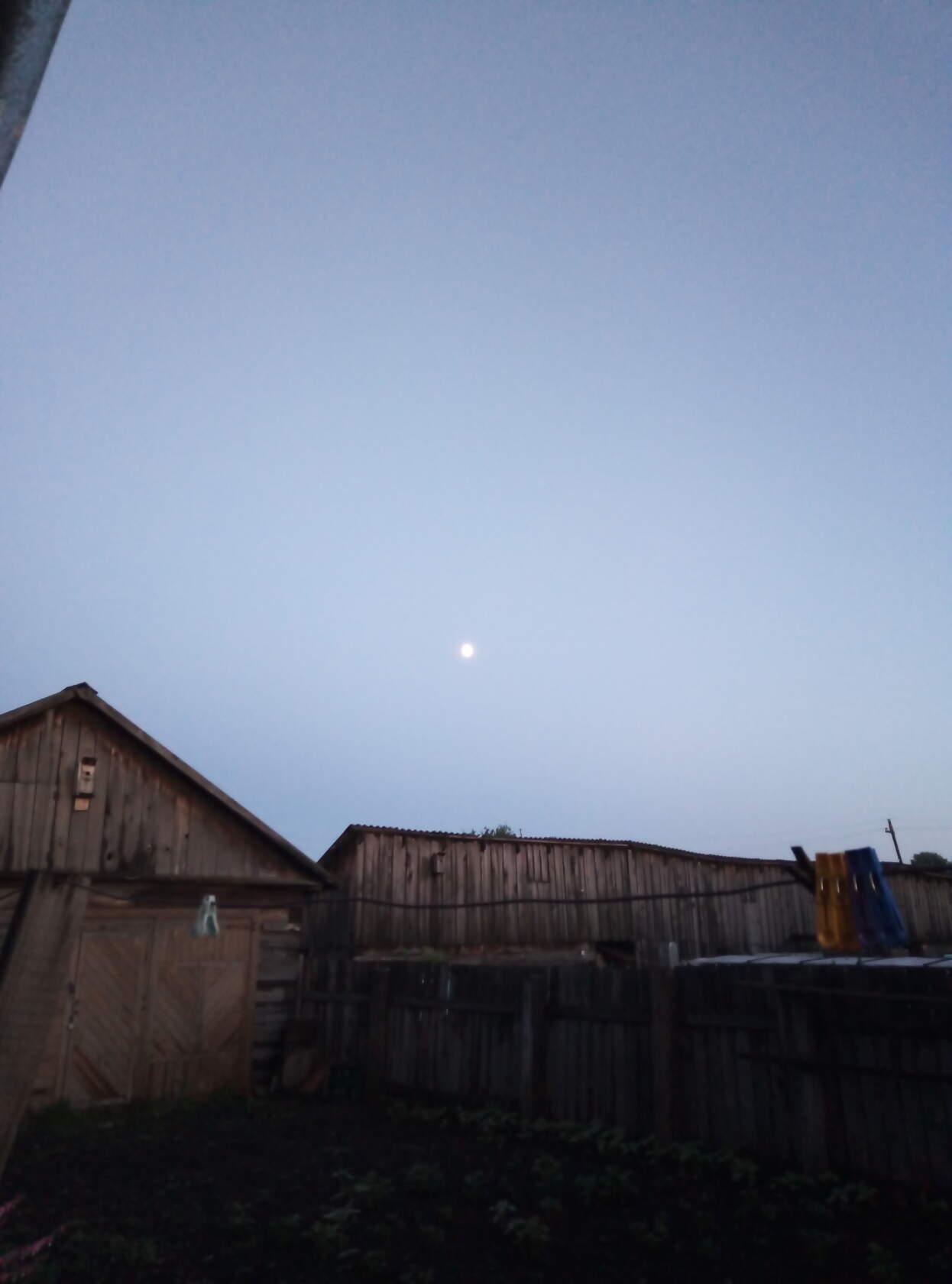 Чистое небо на закате.