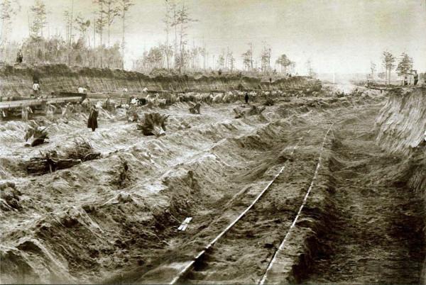 Oчень редкое фото 19 века, откапывают железные дороги, занесенные многометровым слоем грунта.