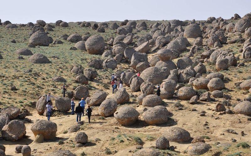 Глиняные шары в Казахстане.