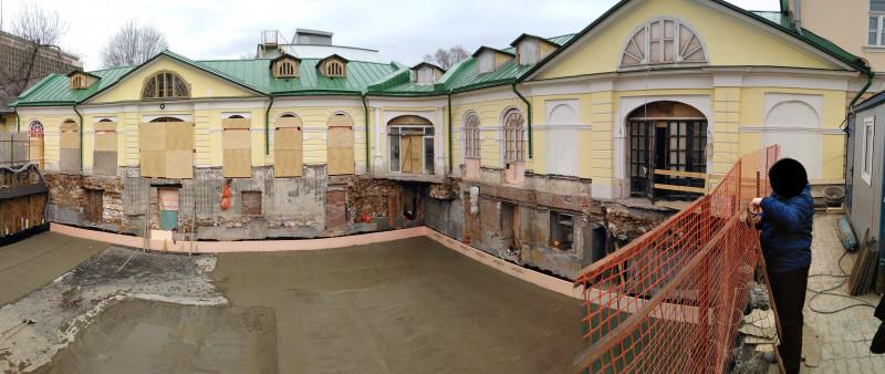 Пример надстроенного здания 18 века на останках более древнего, засыпанного допотопного здания.